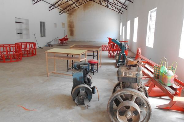 farm-machinery-1973DBF62-EB97-94CC-8690-0BB0963361FE.jpg