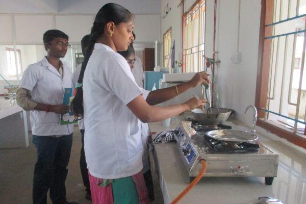 food-science-lab-1C80A51B0-B13F-D092-74A1-C12F35154AF6.jpg